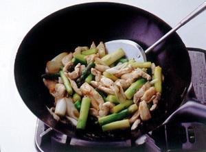 鶏とアスパラのこしょう炒め
