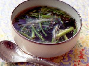 せりとわかめの韓国風スープ