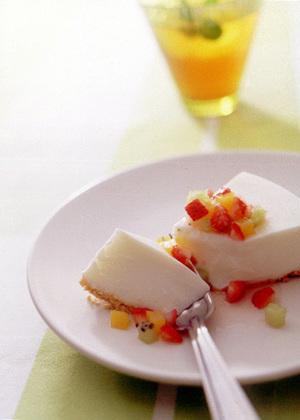 ミックスフルーツのヨーグルトケーキ