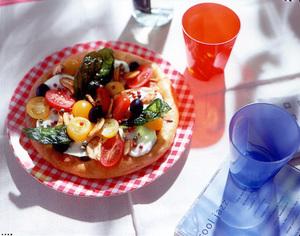 モッツァレラチーズとプチトマトのオープンサンド