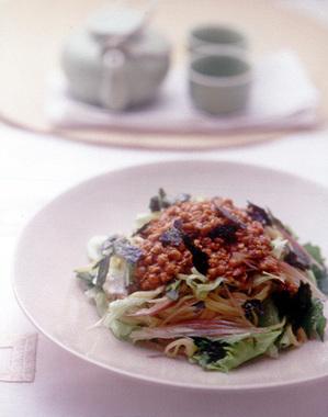 レタスと香り野菜の納豆冷やし中華