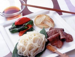 うどん+牛肉と野菜のフライパン焼き