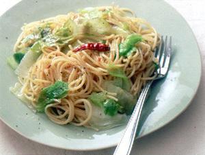 レタスとアンチョビーのスパゲティ
