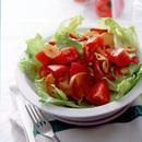 トマトとレタスのクルトンサラダ