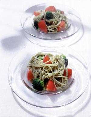 トマトの冷製バジルパスタ
