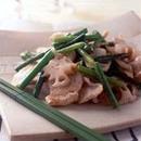 にんにくの茎と鶏肉の塩味炒め