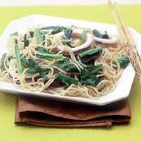 小松菜とにらたっぷり塩焼きそば