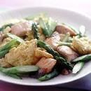 鮭とアスパラガスの卵炒め