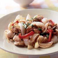 鶏肉と新玉ねぎのピリ辛炒め