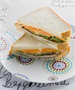カリカリ豚肉サンド