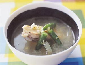 鶏手羽のしょうが風味スープ