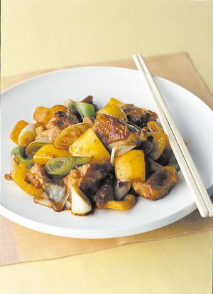 鶏肉と黄ピーマンの黒酢炒め