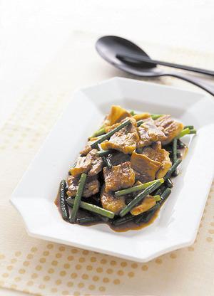 豚バラとにんにくの茎の和風カレー炒め