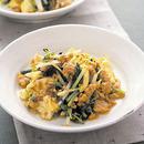 鶏ひきと根三つ葉の卵炒め