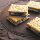 チョコラムレーズンのクッキーサンド