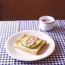 アボカドとコンビーフのトースト