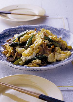 卵とアスパラガスの炒めもの