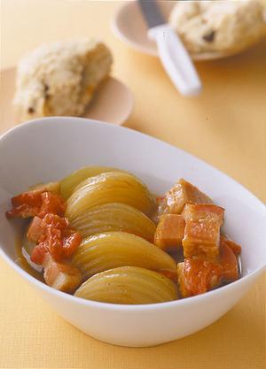 玉ねぎとベーコンのトマト蒸し煮