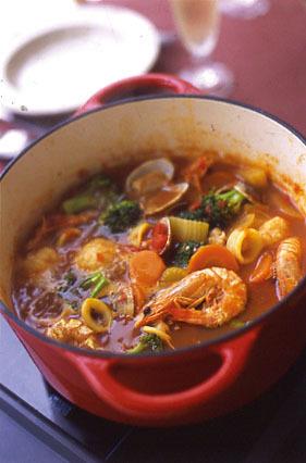 海の幸いっぱいトマト鍋