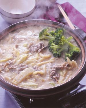 牛肉とブロッコリーの豆乳鍋うどん