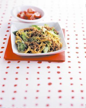 ひき肉とレタスの中華風スパゲティ