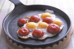 プチトマトの目玉焼き