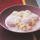 鶏だんごとカリフラワーのミルク煮