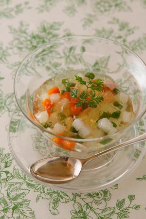 ハムと野菜のコンソメジュレ