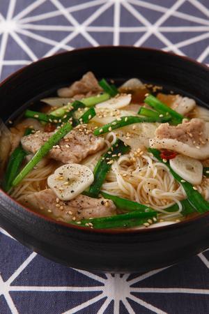 豚バラ肉の韓国風麺