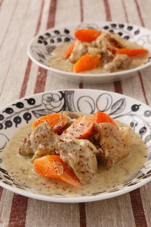 鶏肉とにんじんのクリーム煮