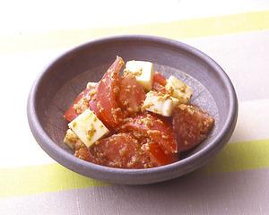 トマトとチーズのごまあえ