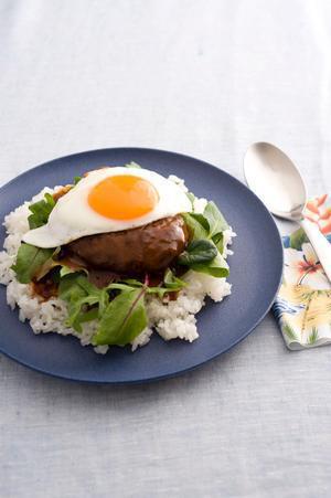 ハンバーグと卵のハワイアンプレート