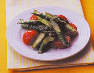 アスパラとトマトのマヨしょうゆ炒め