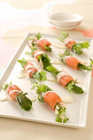 スモークサーモンの香味野菜巻き