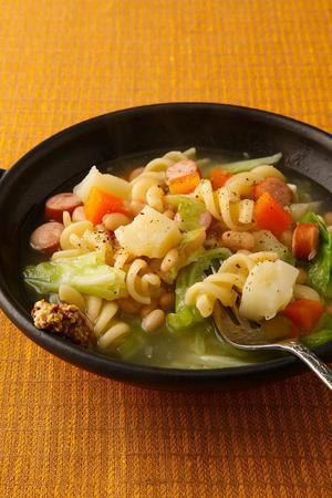 豆とソーセージのスープパスタ