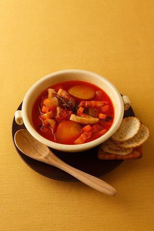 根菜とベーコンのトマトスープ