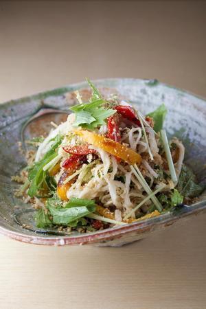 切り干し大根と焼きパプリカ、水菜のごまだれサラダ