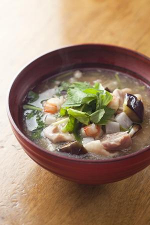 秋野菜と鶏肉、えびの塩治部煮