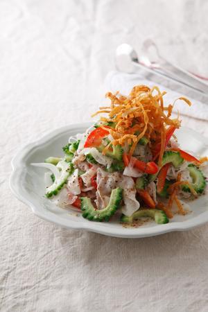 豚とゴーヤーのパリシャキサラダ