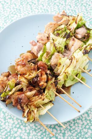 キャベツと鶏の串焼き