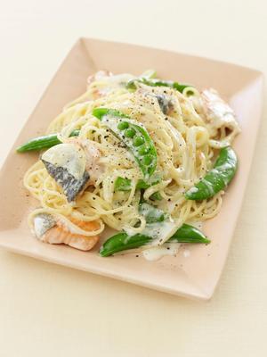 鮭と春野菜のクリームパスタ