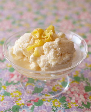 ジンジャーソースがけ 豆腐アイス