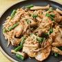 鶏胸肉のガーリックきのこソース