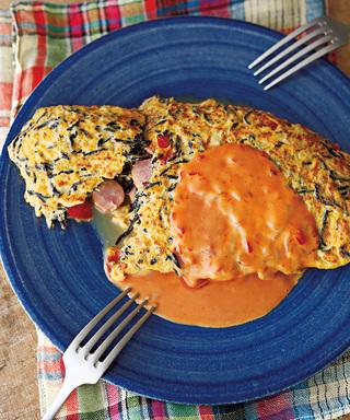 トマトとソーセージのひじきオムレツ