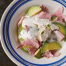 アボカドとハムのヨーグルトサラダ