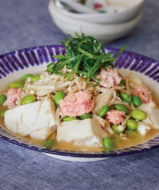 たらこと枝豆のめんつゆ蒸し豆腐