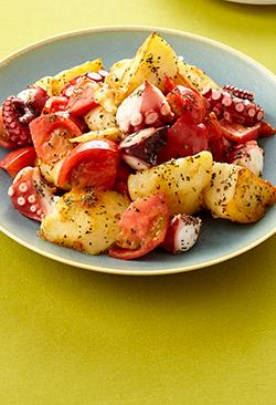 バジルを使って「トマトとたこ、じゃがいものバジル炒め」