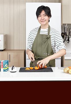 大人気「料理のおにいさん」リュウジさんにバズレシピを生み出すツールを聞きました